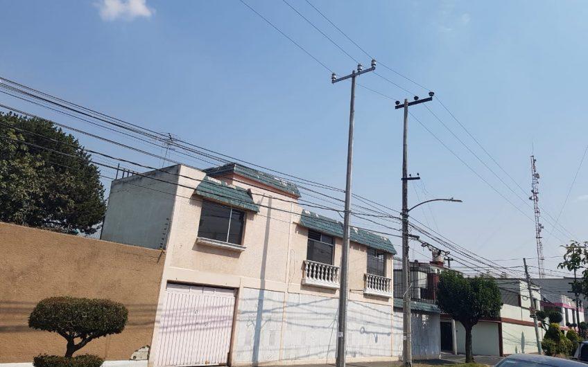 Casa Lindavista, en Esquina, Dos Frentes, 200 m² Terreno